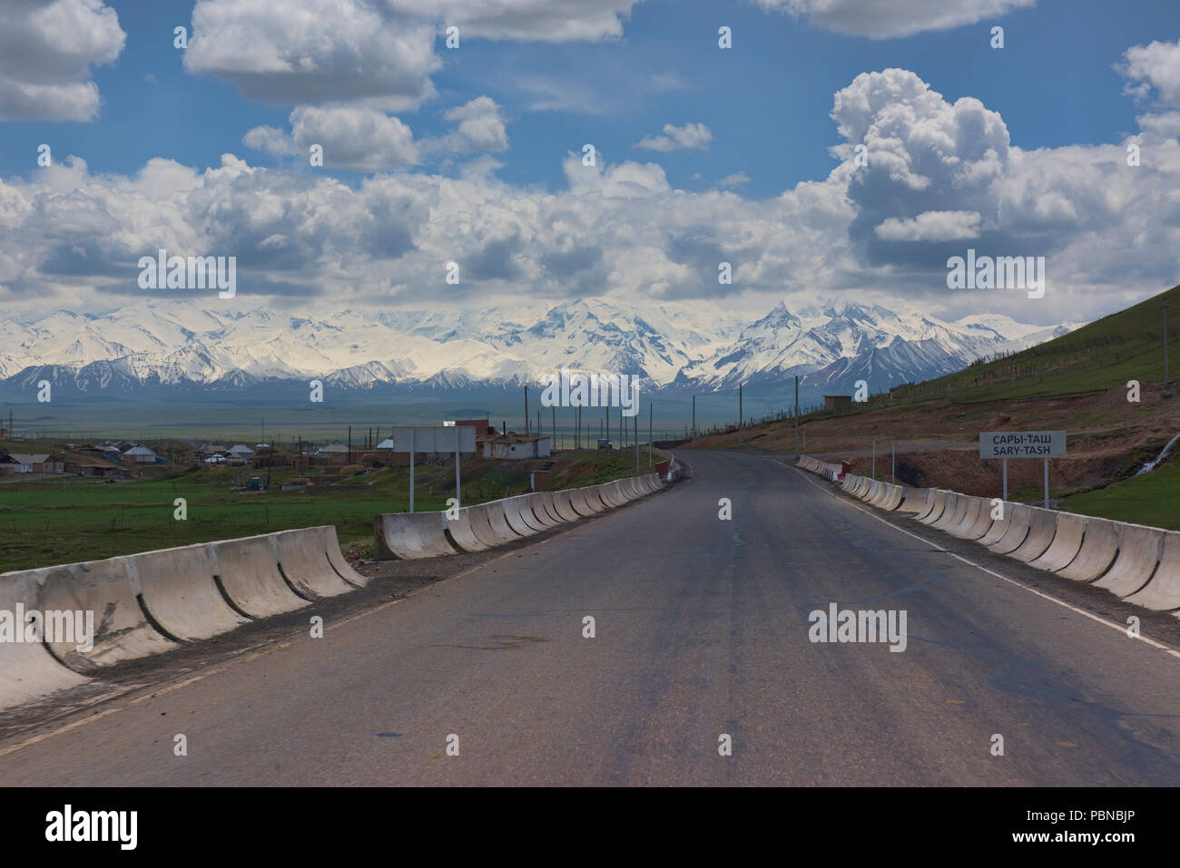 View of the high Pamirs at the start of the Pamir Highway, Sary Tash, Kygyzstan Stock Photo
