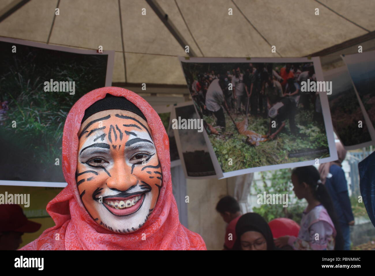 Banda Aceh, Indonesia. 09th Aug, 2015. The community of tiger lovers in Aceh commemorates Global Tiger Day. They are campaigning on the issue of Sumatran tiger conservation. Credit: Adli Dzil Ikram/Pacific Press/Alamy Live News Stock Photo