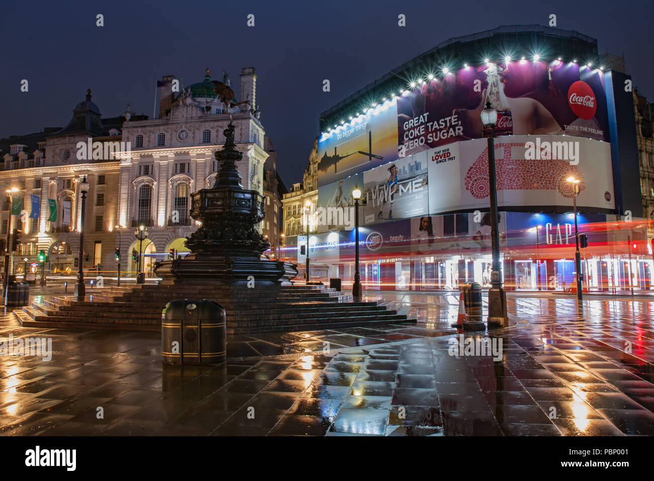 Piccadilly Circus, London-September 8,2017: Fountain in Piccadilly Circus in rainy early morning time on September 8, 2017 in London, United Kingdom - Stock Image