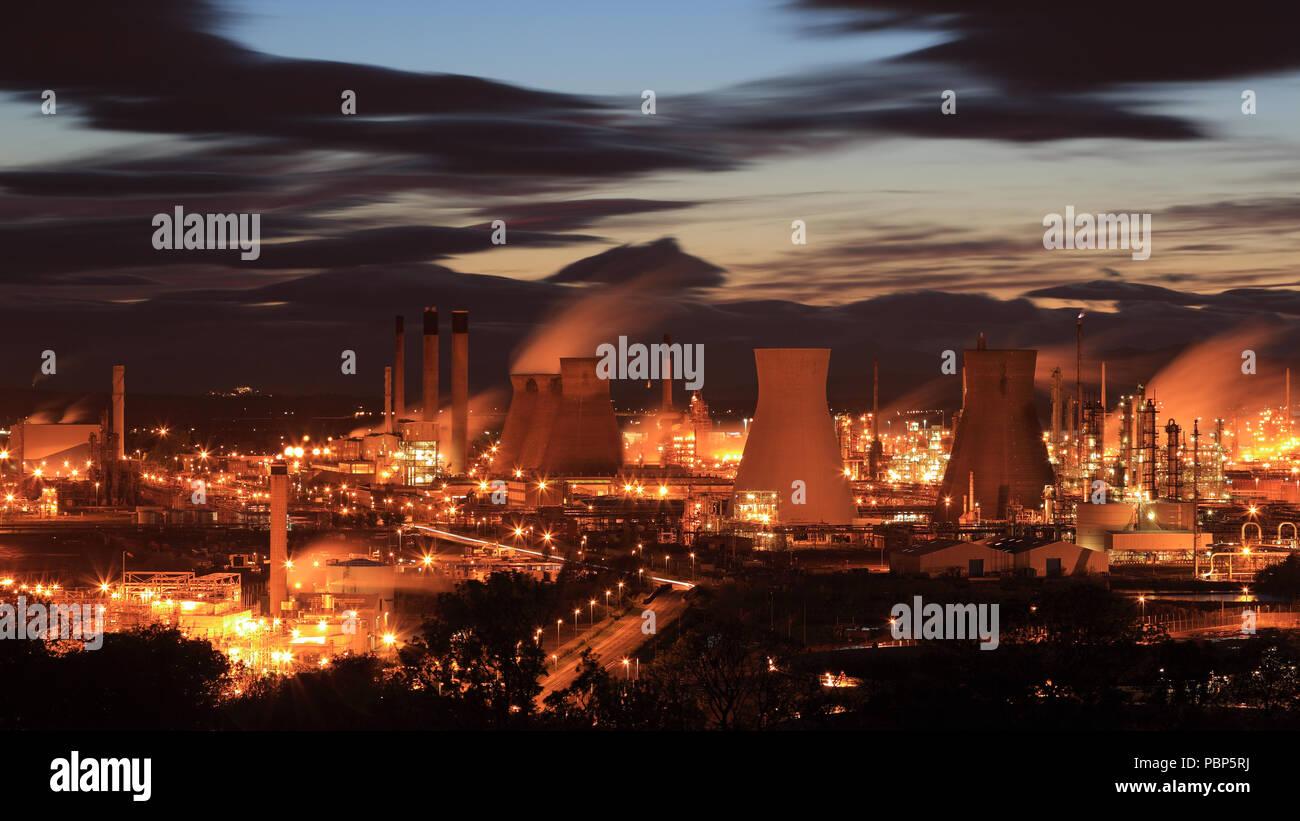 Grangemouth Oil Refinery At Sunset Stock Photo