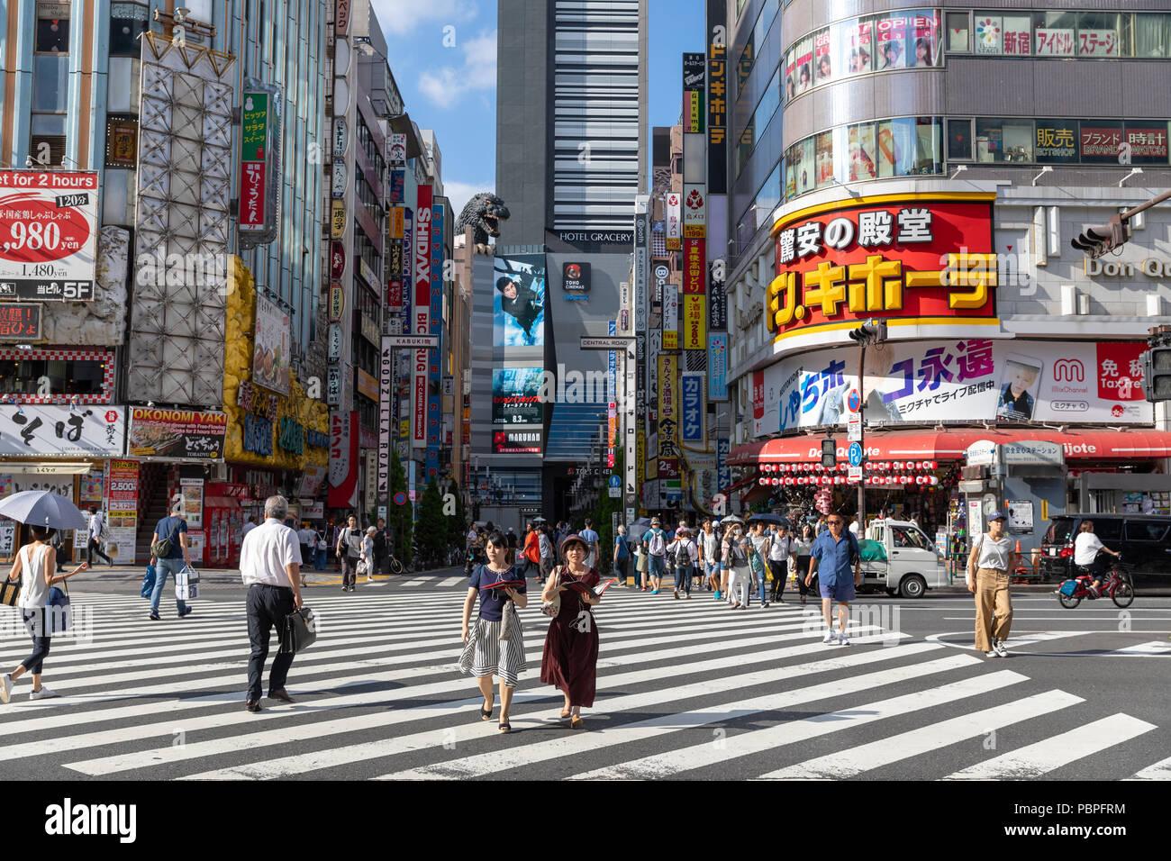 Zebra crossing, Yasukuni Dori, Shinjuku, Tokyo, Japan - Stock Image