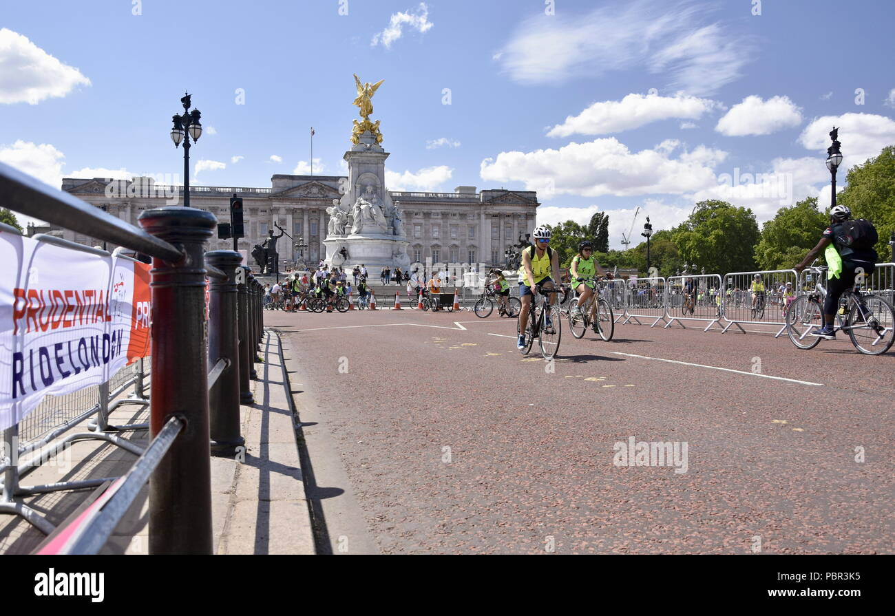 London, UK. 28th July, 2018.The Prudential RideLondon FreeCycle.  Hundreds of fans of many families in a freedom of cycling on traffic-free roads in central London. Credit: Marcin Libera/Alamy Live News Stock Photo