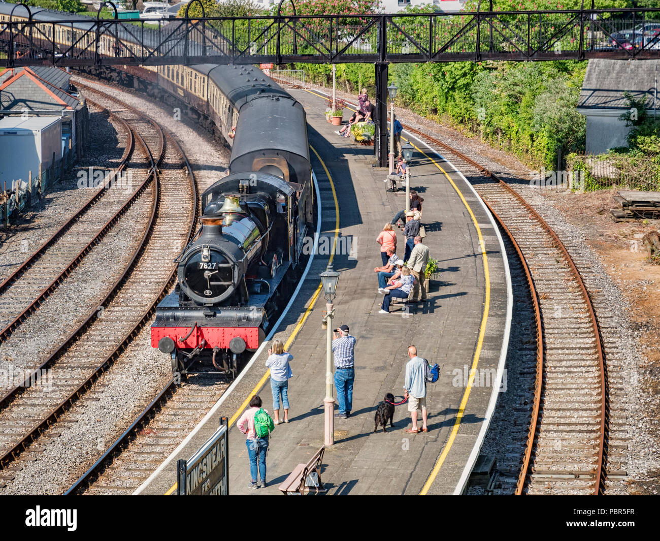 23 May 2018; Kingswear, Devon, UK - A passenger train hauled by steam locomotive 7827 'Lydham Manor' enters Kingswear station on the Dartmouth Steam R - Stock Image