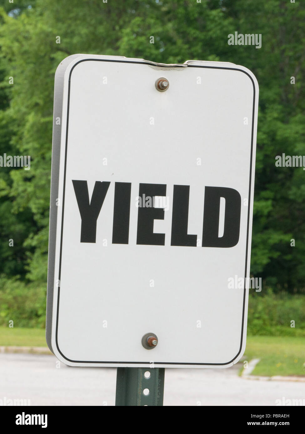 Black and white Yield sign in the countryside of Vermont - Stock Image