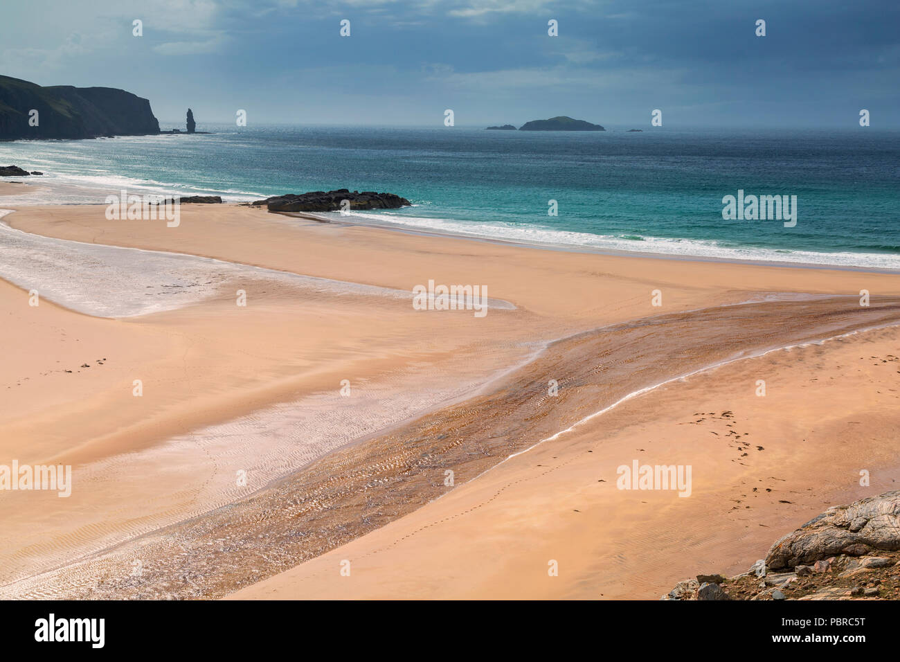Sandwood Bay on the Northwest coast of Sutherland, Scotland, a terrific beach with golden sands, azure waters and a 180 foot sea stack at the far end. - Stock Image