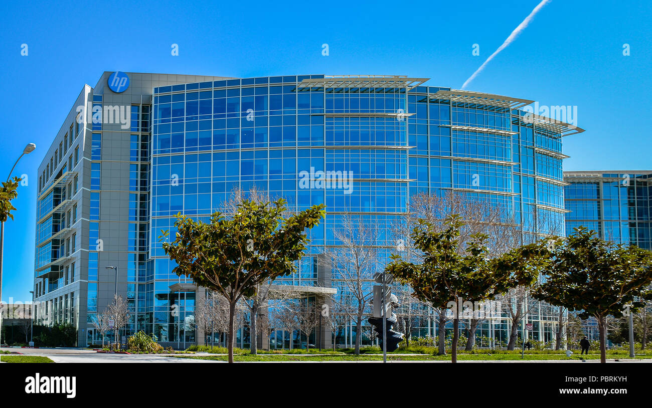 Sunnyvale, CA: Hewlett Packard Enterprise. HPE makes make IT environments more efficient, productive & secure. - Stock Image