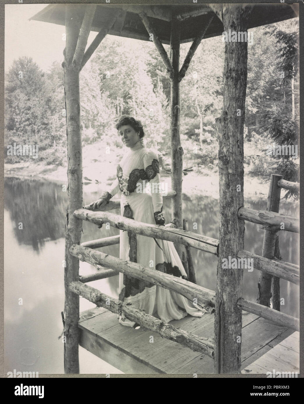 Actress Julia Marlowe standing on a platform above a lake) - Burr McIntosh Studio, 18 West 33rd Street Stock Photo