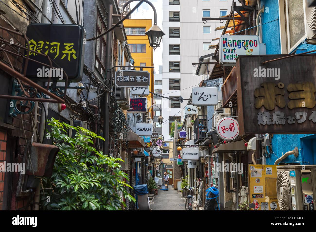 Golden Gai, Shinjuku, Tokyo, Japan - Stock Image