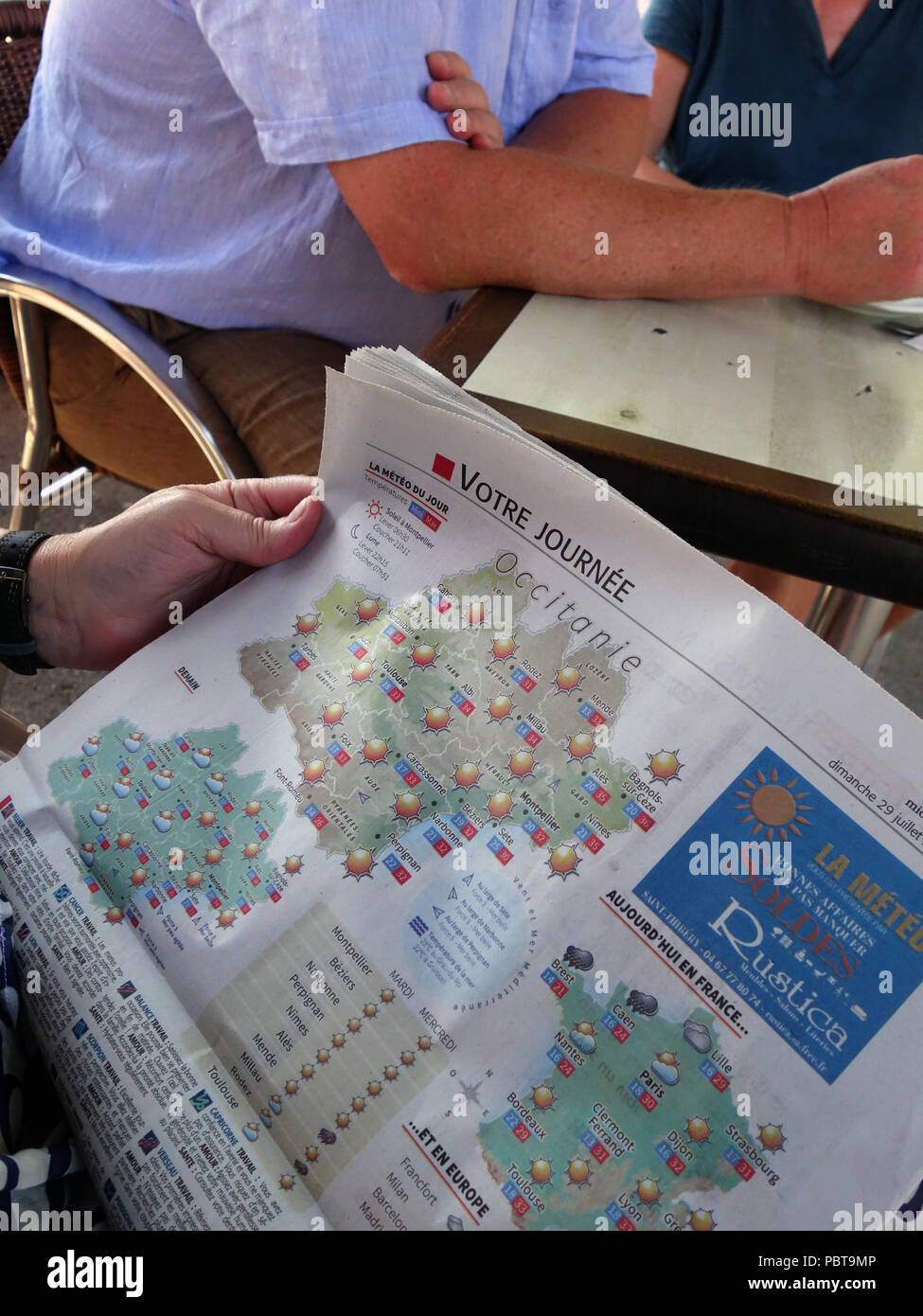 Another heatwave in France. The local french newspaper shows a map drawn showing the sun sun and more sun all week in this last week of July 2018 - Stock Image