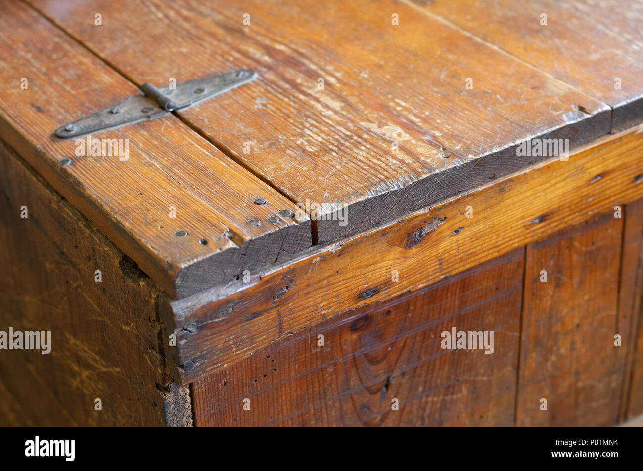 Vintage Antique Repurposed Book Crate Table with Hinge - Stock Image