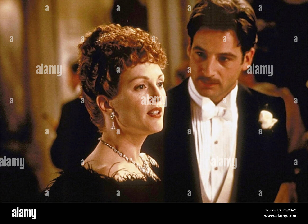 AN IDEAL HUSBAND 1999 Arts Council of England film with Julianne Moore as Mrs Cheveley and Rupert Everett as Lord Goring - Stock Image