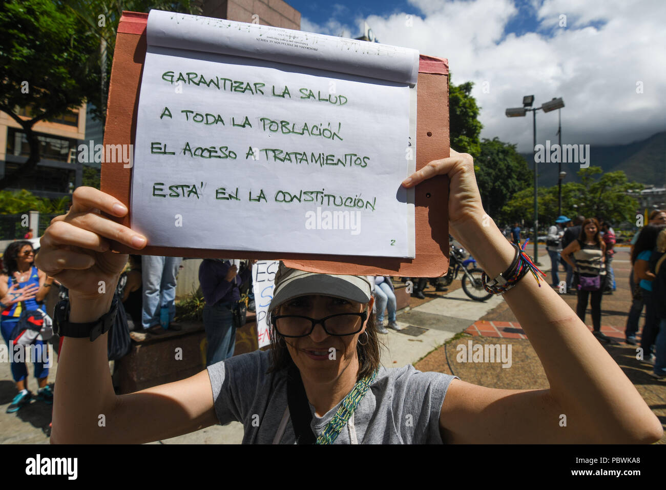 Caracas, Miranda, Venezuela. 30th July, 2018. A health worker seen holding a placard during the demonstration.Nurses, doctors and patients protest in front of the World Health Organization offices in Caracas for the lack of medicines and treatment in the hospitals. The government led by President Nicolas Maduro still does not solve the problem in the health sector and does not allow the humanitarian aid of other nations. Credit: Roman Camacho/SOPA Images/ZUMA Wire/Alamy Live News Stock Photo