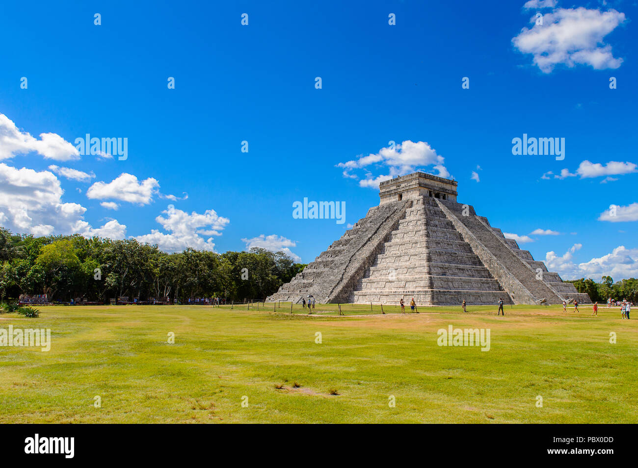 El Castillo (Temple of Kukulcan),  a Mesoamerican step-pyramid, Chichen Itza. It was a large pre-Columbian city built by the Maya people of the Termin Stock Photo