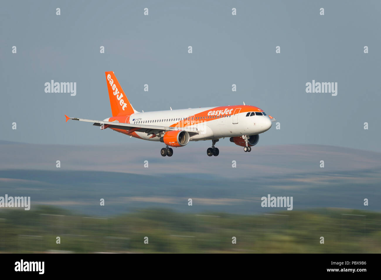 An EasyJet Airbus A320-200 comes in to land at Manchester Airport, UK. - Stock Image