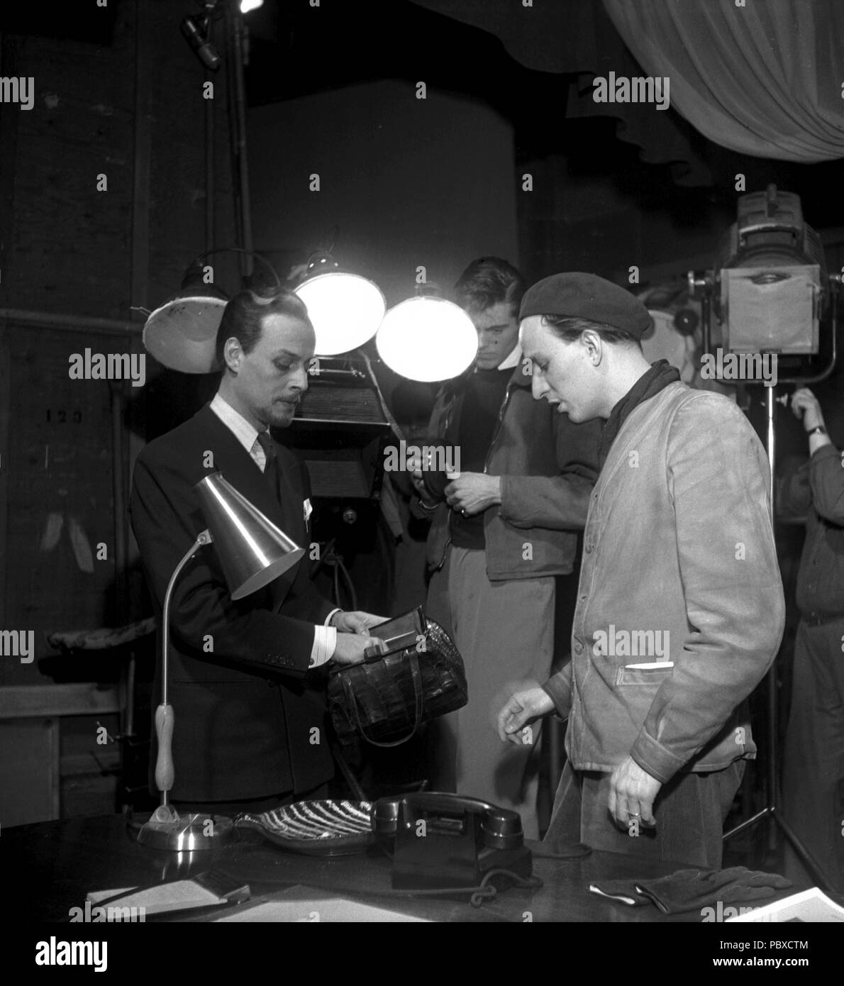 Ingmar Bergman. 1918-2007.  Swedish film director. Pictured here 1949 together on the film set of the movie Thirst with actor Hasse Ekman who plays the part of Dr. Rosengren in the film. Photographer: Kristoffersson/AP38-4 - Stock Image