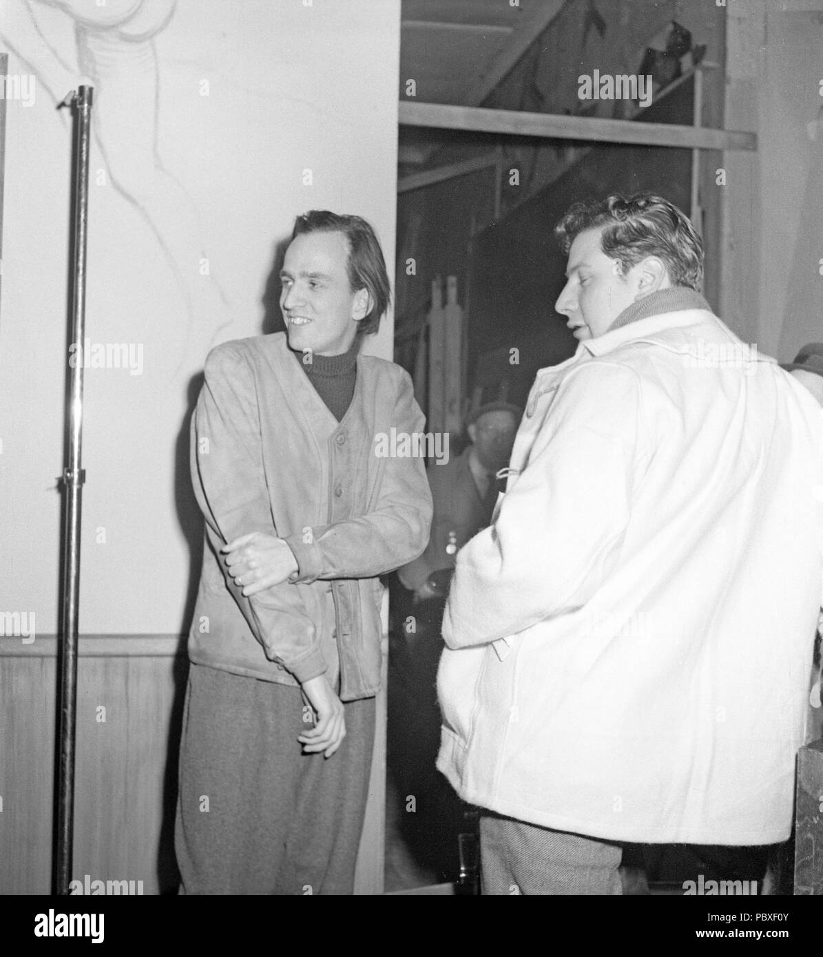 Ingmar Bergman. 1918-2007.  Swedish film director. Pictured here 1948 with actor Peter Ustinov who made a stage adaption of Bergman's Frenzy and played the leading part as Caligula on St. Martin's Theatre in London this year. Photographer: Kristoffersson/AF43-2 - Stock Image