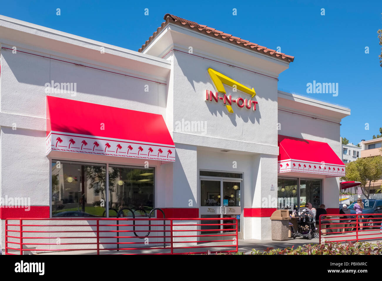 a8b8d4c69810c In N Out Burger fast food restaurant building exterior