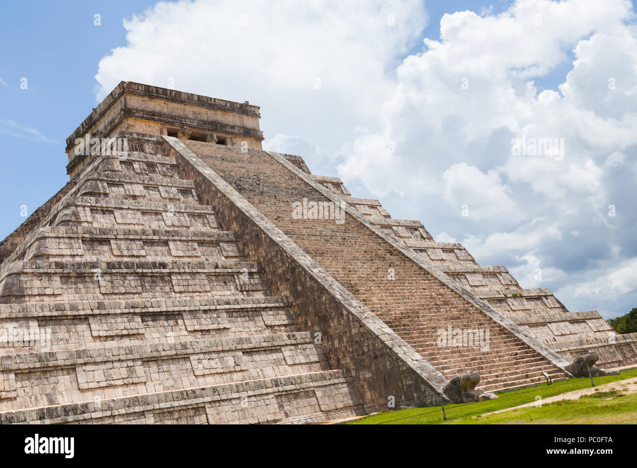 A view of 'Temple of Kukulkan (El Castillo)' most famous pyramid at Chichén-Itzá archeological site in the Yucatan peninsula Mexico. - Stock Image