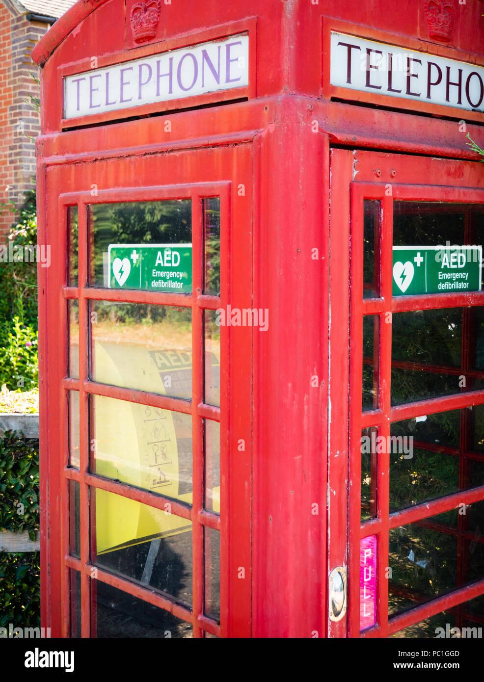 Rural Defribulator, in Telephone Box, Cholsey, Oxfordshire, England, UK, GB. - Stock Image