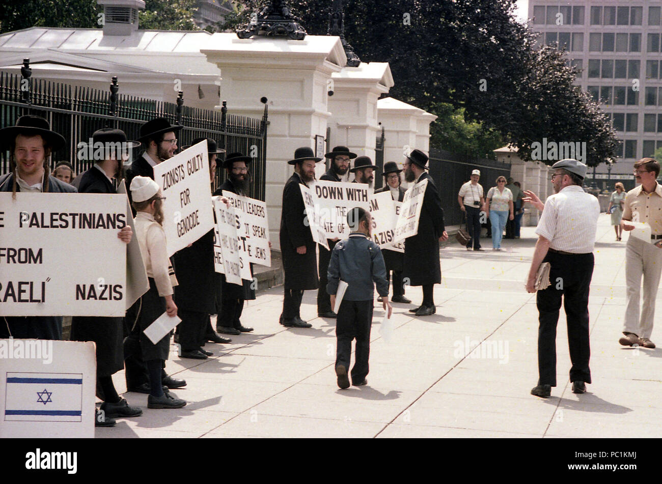 Jews protesting in front of the White House against Zionism. 1982, Washington D.C. - Stock Image
