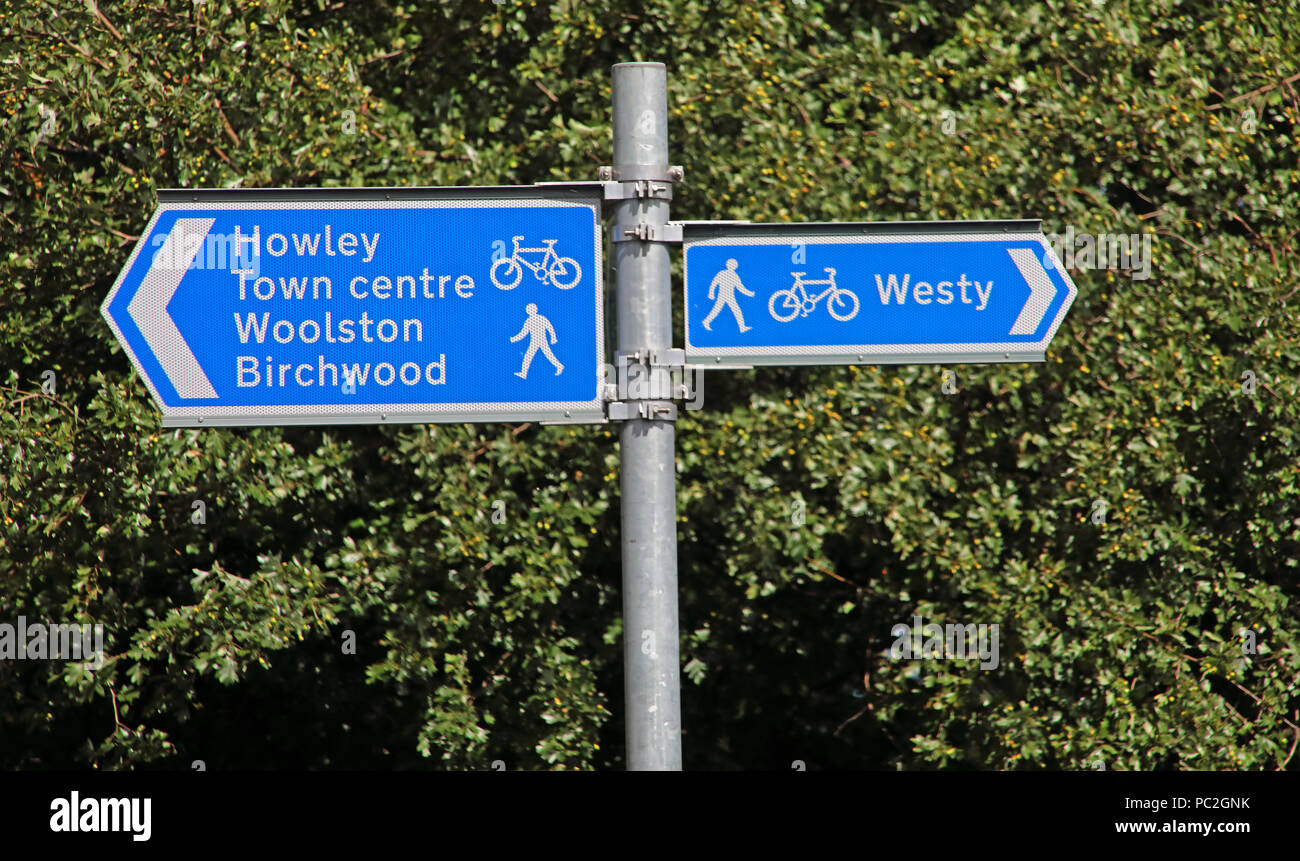 Warrington area cycle route blue sign, Latchford, near river Mersey, Cheshire, North West England, UK - Stock Image
