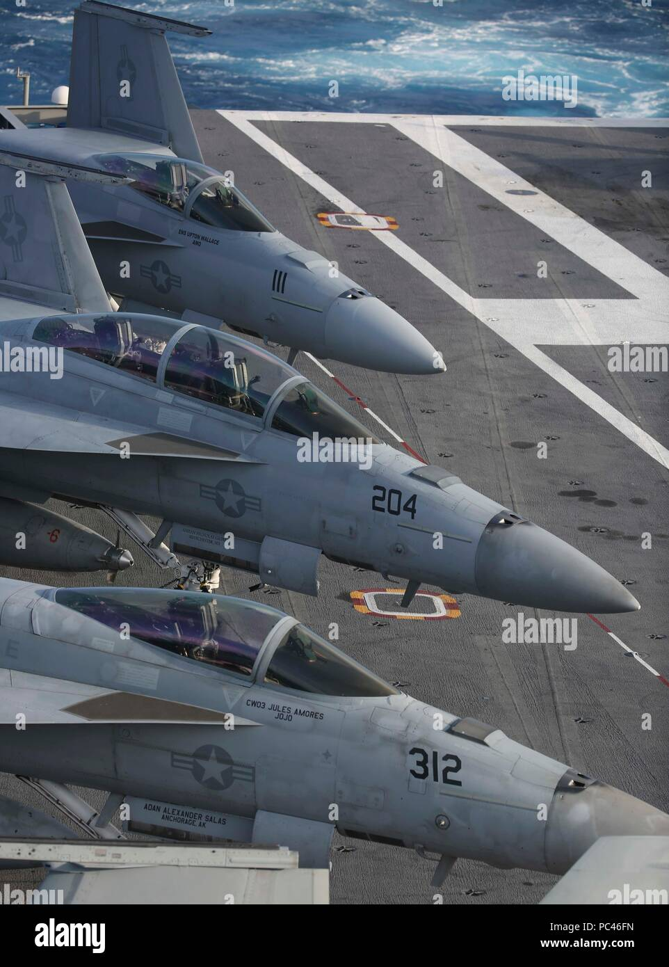 180727-N-NN369-1329 ATLANTIC OCEAN (July 27, 2018) F/A-18E Super Hornets attached to Carrier Air Wing (CVW) 7 are secured on the flight deck of the Nimitz-class aircraft carrier USS Abraham Lincoln (CVN 72). (U.S. Navy photo by Mass Communication Specialist 2nd Class Jessica Paulauskas/Released) - Stock Image