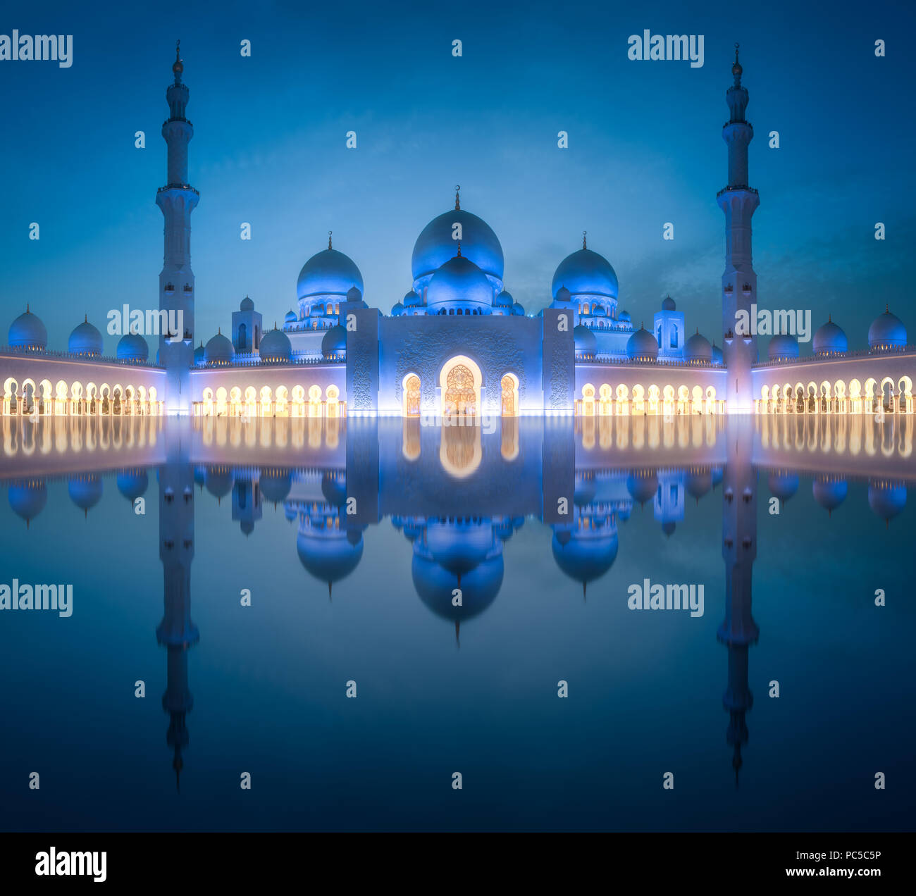 Sheikh Zayed Grand Mosque at night Abu-Dhabi, UAE - Stock Image