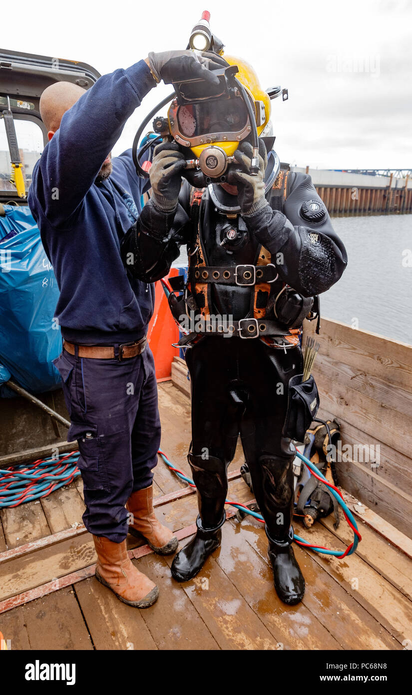 Underwater Welding High Resolution Stock Photography And Images Alamy