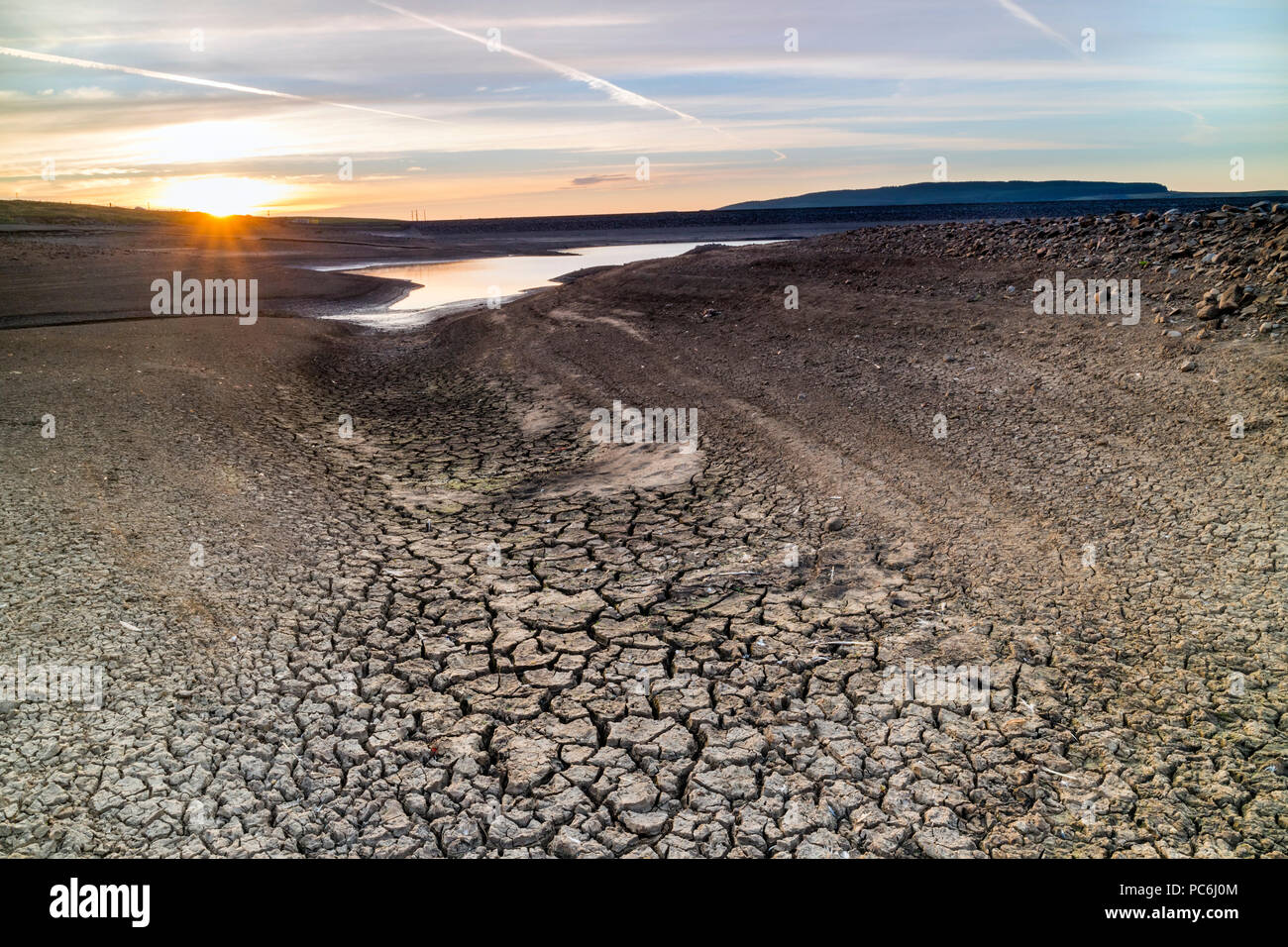 Low Water Levels and Sun Parched and Cracked Ground, Selset Reservoir, Summer 2018, Teesdale, County Durham, UK. - Stock Image