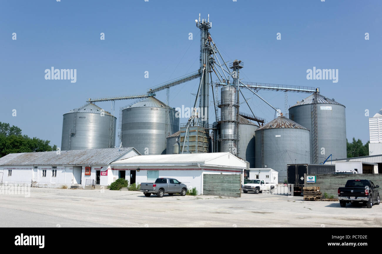 Feed and grain storage, handling and conditioning system for a rural farm cooperative in Whitelaw, Wisconsin. - Stock Image