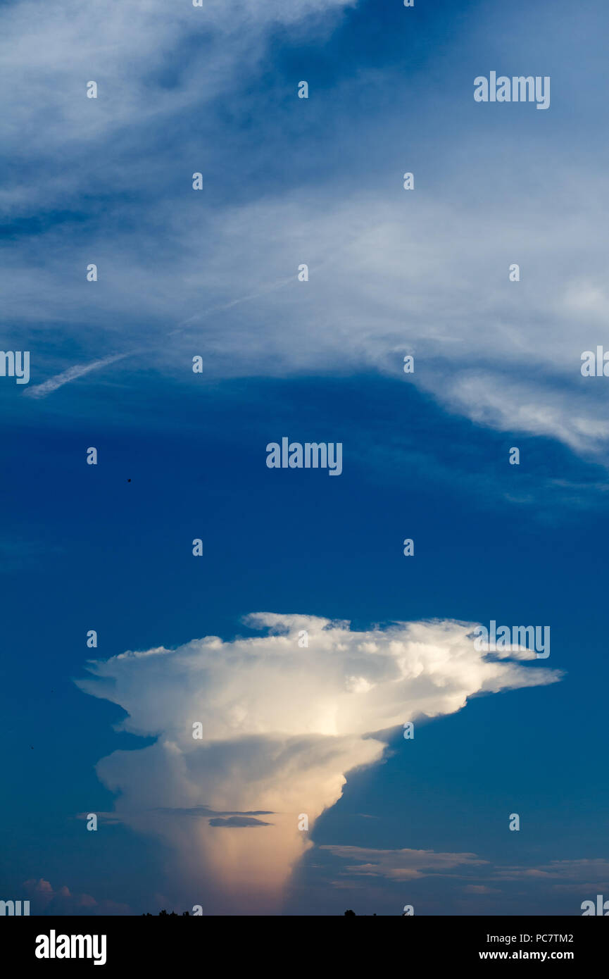 Cumulonimbus cloud in Gdansk, Poland. July 28th 2018 © Wojciech Strozyk / Alamy Stock Photo - Stock Image