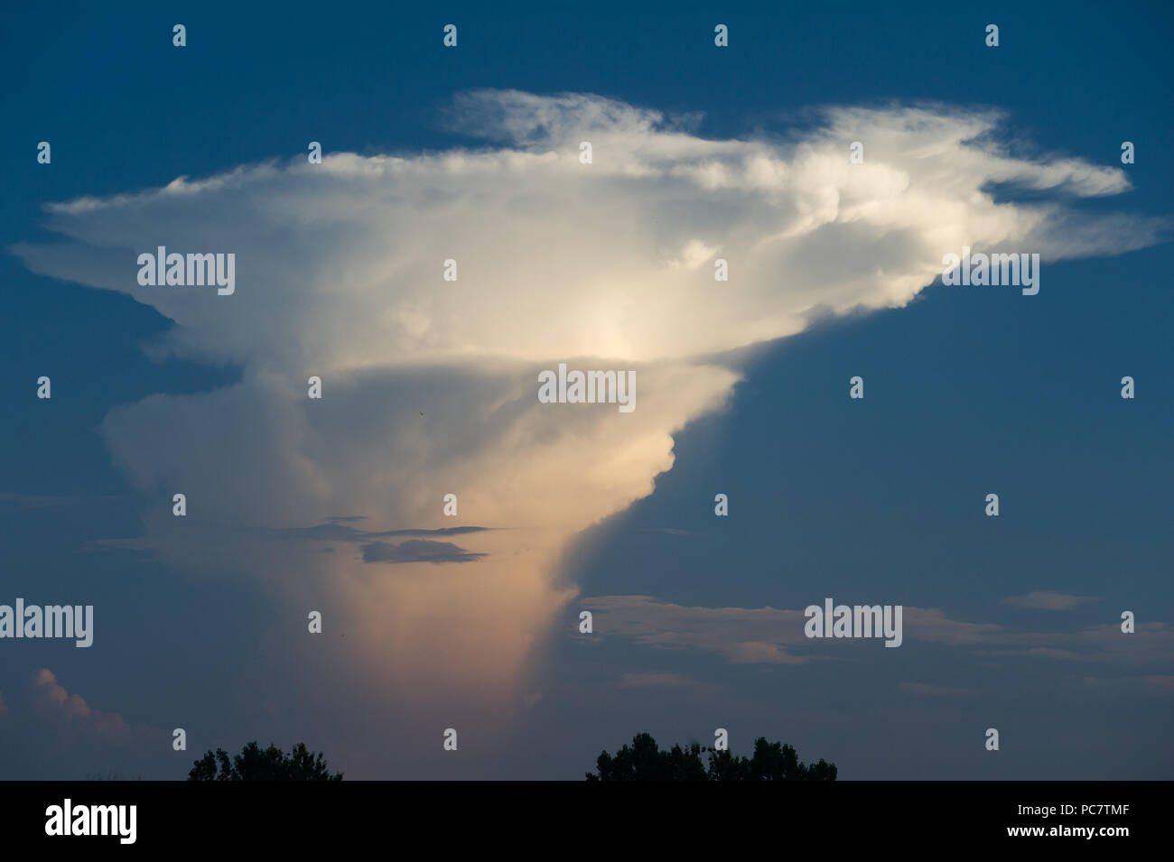 Cumulonimbus cloud in Gdansk, Poland. July 28th 2018 © Wojciech Strozyk / Alamy Stock Photo - Stock Image