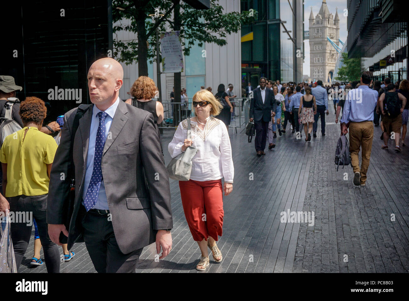 London, UK. 23rd July, 2018. People seen during a hot day in central london. Credit: Ioannis Alexopoulos/Pacific Press/Alamy Live News Stock Photo