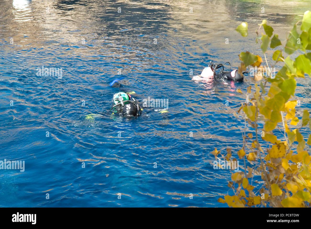 Scuba divers swim at Blue Hole, Santa Rosa New Mexico USA - Stock Image