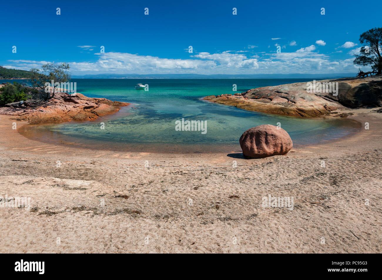 Honeymoon Bay in Freycinet National Park. - Stock Image