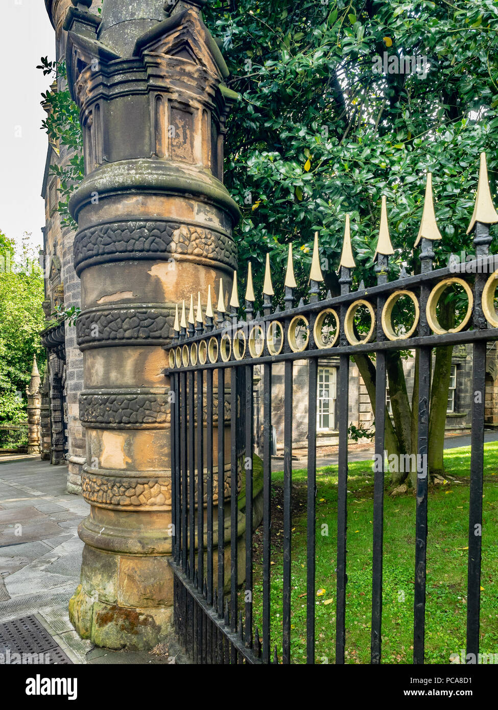 University of Glasgow wrought iron fencing, Glasgow, Scotland, UK. - Stock Image