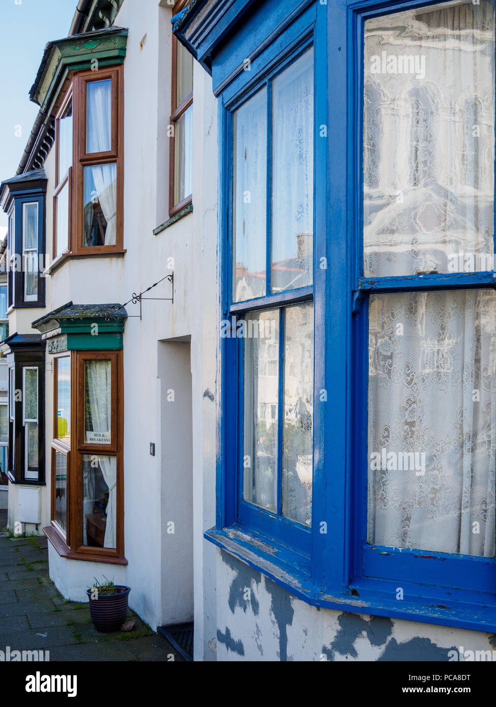 Colorful bay windows of a cottage in the small resort village of Criccieth on the Llyn peninsula, Gwynedd in Wales, UK. - Stock Image