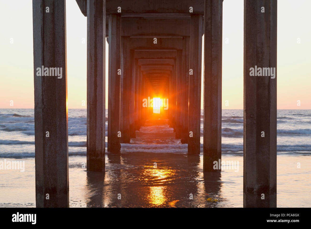 ScrippsHenge, Scripps Institute of Oceanography Pier with Sunset lined up perfectly (Happens twice per year) - Stock Image