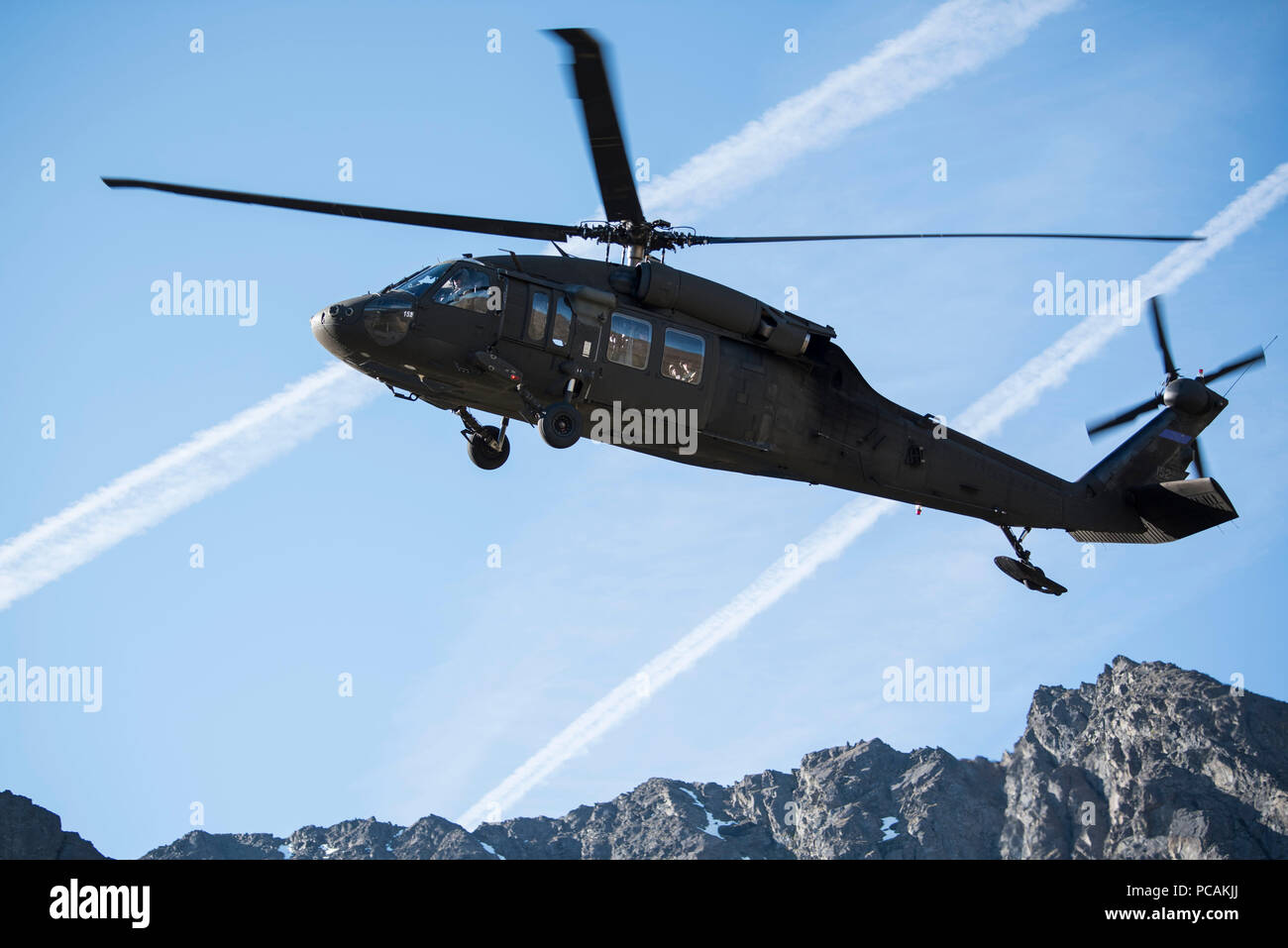 An Alaska Air National Guard UH-60 Black Hawk transports U.S. Marines with Delta Company, Law Enforcement Battalion from Marine Corps Reserve Center, Billings, Montana, to casualty evacuation training at Joint Base Elmendorf-Richardson, Alaska, July 19, 2018. Training included land navigation, calls for fire, squad ambushes, reconnaissance patrols, an casualty aid and evacuation. (U.S. Air Force photo by Airman 1st Class Caitlin Russell) - Stock Image