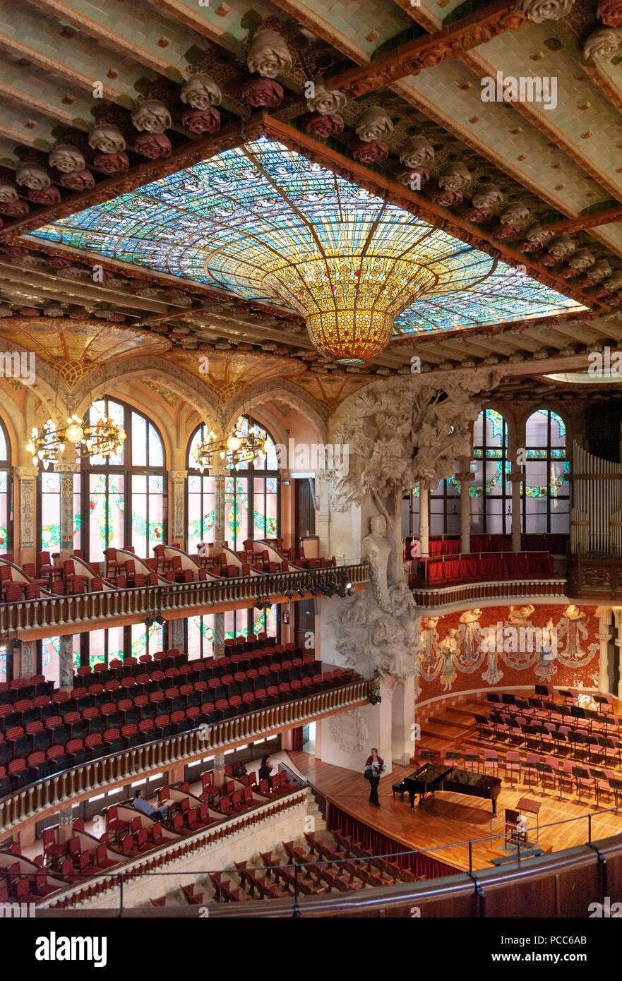 Barcelona, Palau de la Musica Catalana. Modernisme, Palast der katalanischen Musik, Barcelona, Katalonien, Spanien. Erbaut 1905 - 1908 von Lluis Domen - Stock Image