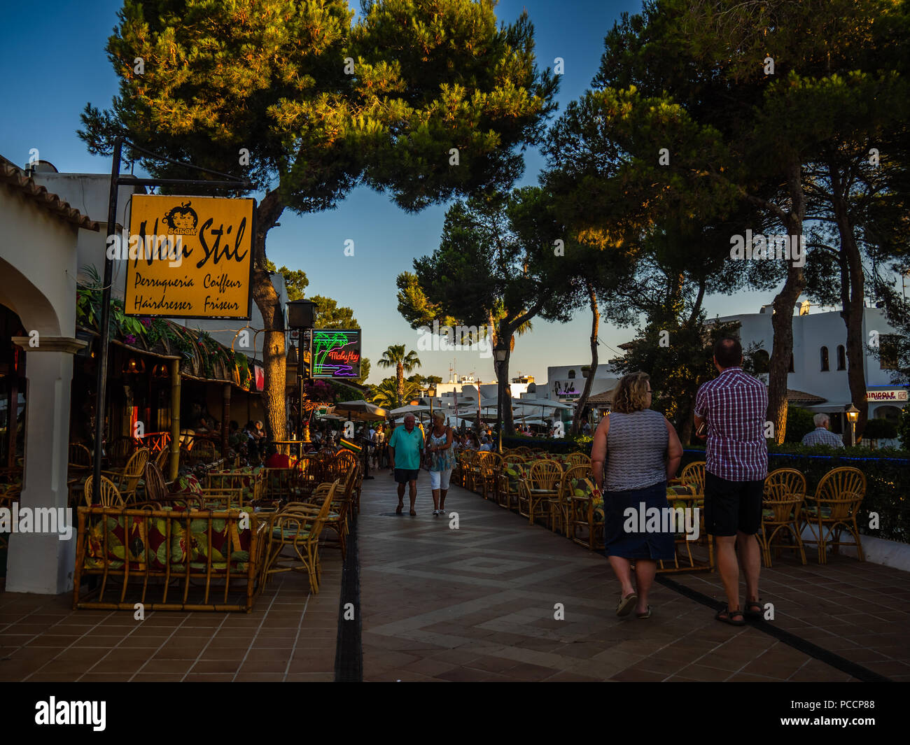 Cala d'Or town centre, bars and restaurants