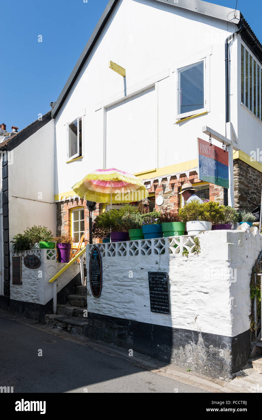 Man and woman dining on the outdoor terrace at Pinky Murphy's Café, a quirky café in North Street, Fowey, Cornwall, England, UK - Stock Image