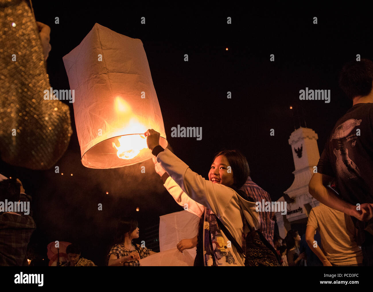Releasing lanterns, Yee Peng and Loy Krathong Festival, Chiang Mai, Thailand, Southeast Asia, Asia Stock Photo