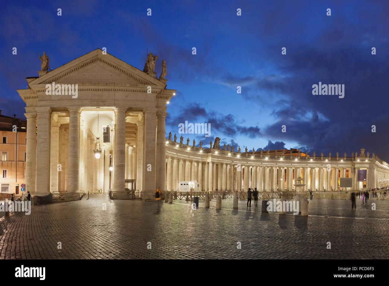 St. Peter's Square, Colonnade of Bernini, UNESCO World Heritage Site, Vatican City, Rome, Lazio, Italy, Europe Stock Photo