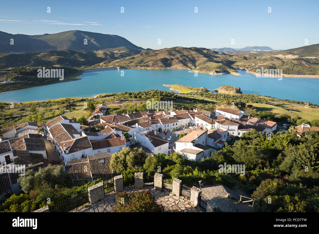 View of white village and turquoise coloured reservoir, Zahara de la Sierra, Sierra de Grazalema Natural Park, Andalucia, Spain, Europe - Stock Image