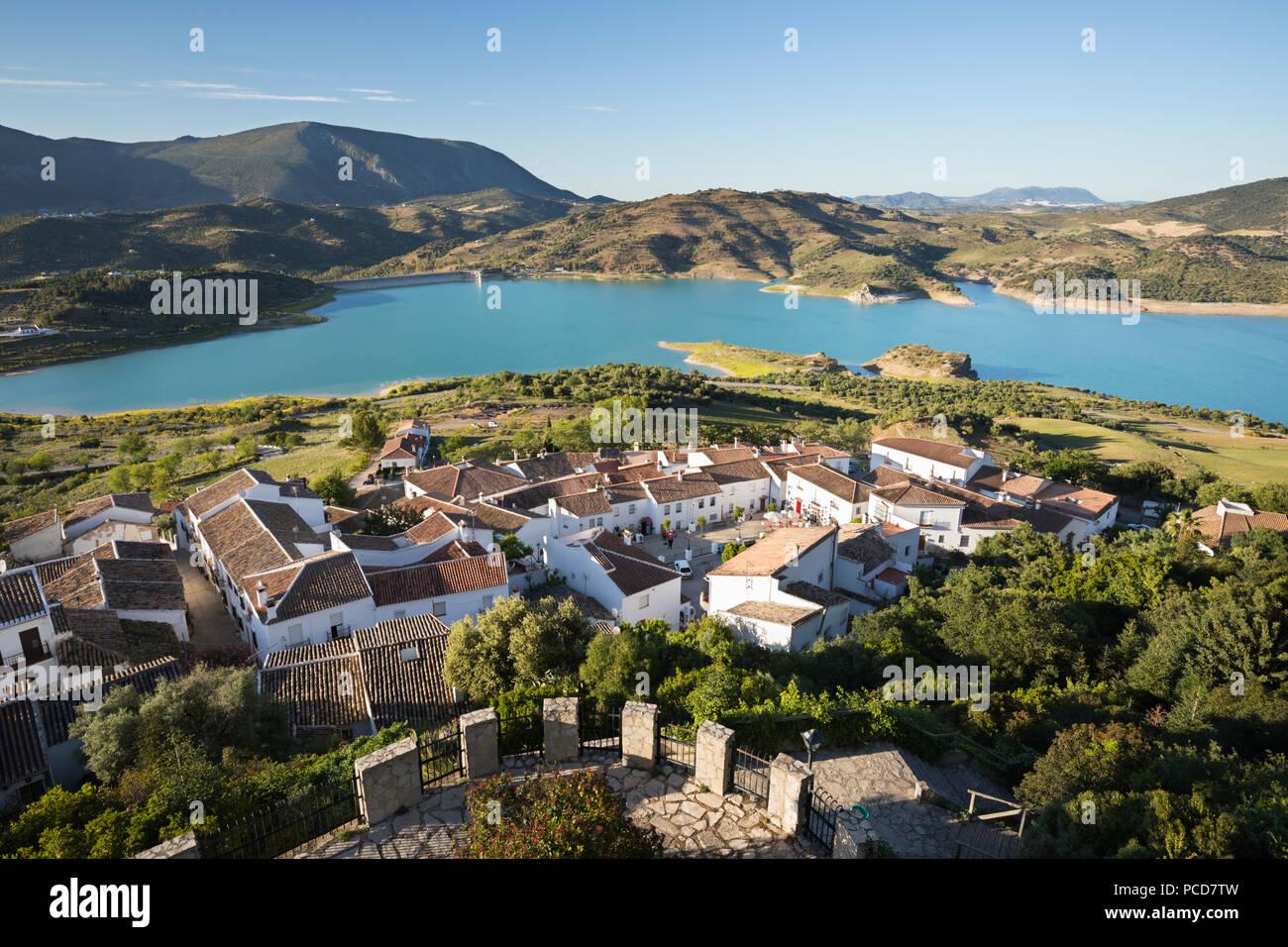 View of white village and turquoise coloured reservoir, Zahara de la Sierra, Sierra de Grazalema Natural Park, Andalucia, Spain, Europe - Stock Image