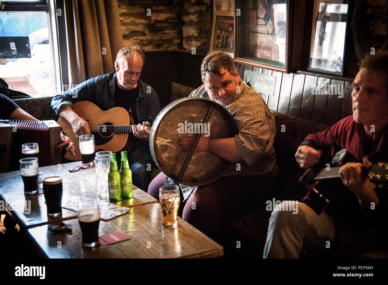 Music session at Patsy Dan's bar in Dunfanaghy - Stock Image