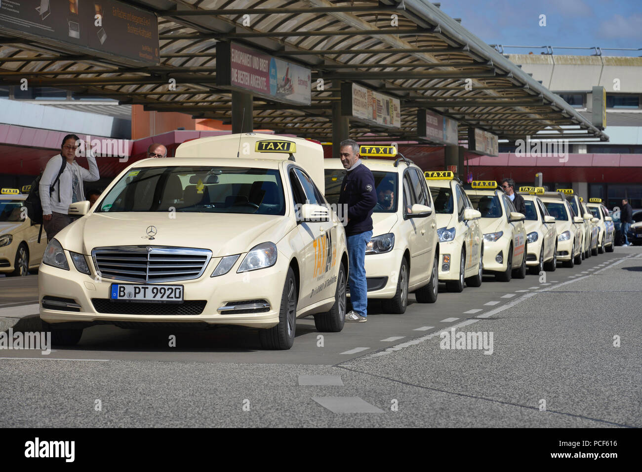Taxis, Terminal A, Flughafen Tegel, Reinickendorf, Berlin, Deutschland - Stock Image