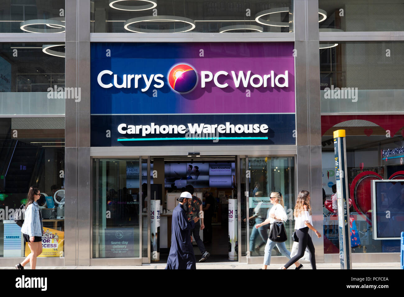 7fd116b1 LONDON, UK - JULY 31th 2018: Currys PC World electronics store front on  Oxford Street in central London.