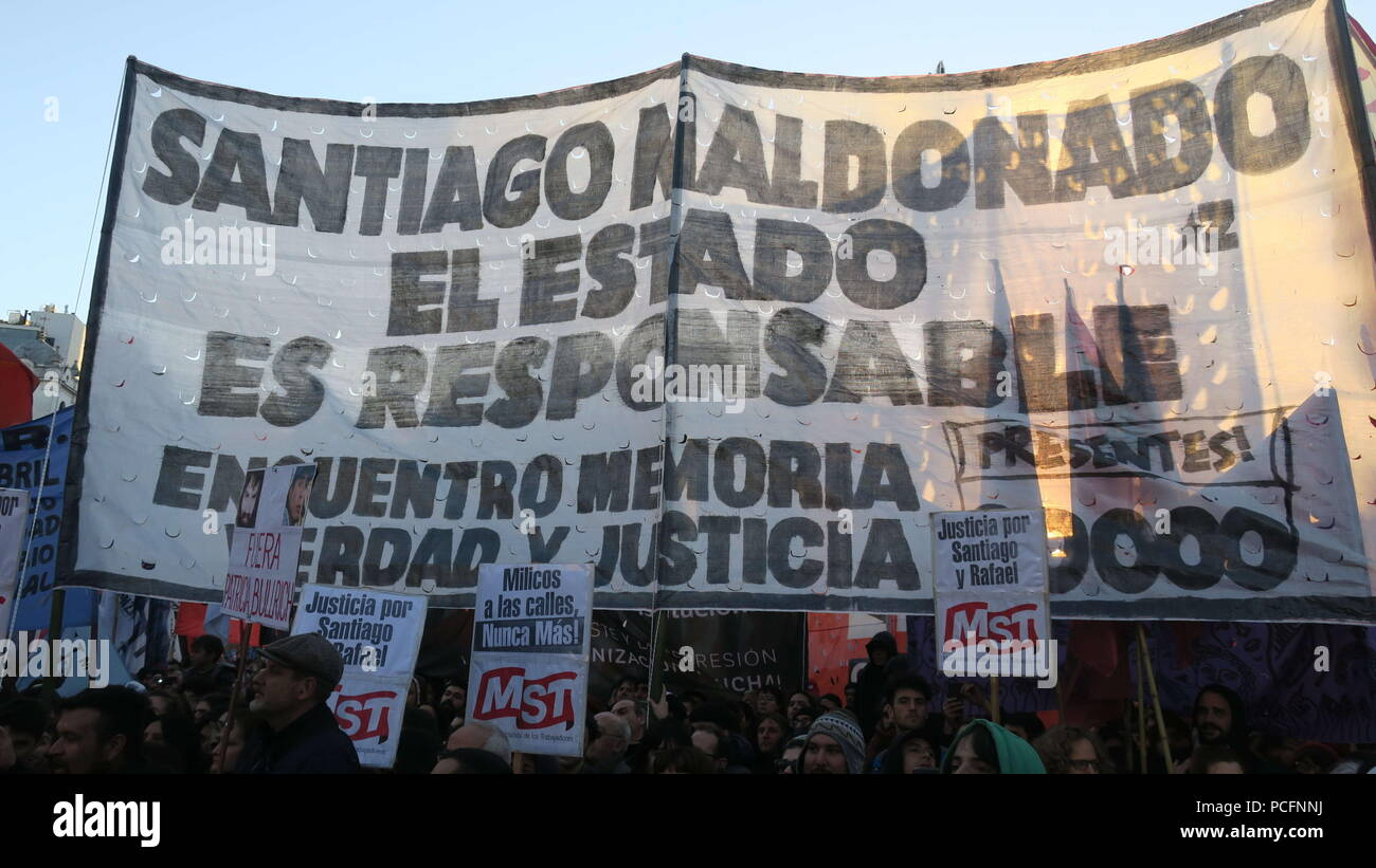 People participate in a demonstration to support the family of the young Argentine deceased Santiago Maldonado, in Buenos Aires, Argentina, 01 August 2018. The family of the young Argentinean deceased Santiago Maldonado today led a demonstration of thousands of people in Buenos Aires to return to ask for 'justice and truth' one year after his disappearance in the course of a Mapuche protest in the south of the country that was dissolved by police. EFE/Javier Caamano - Stock Image